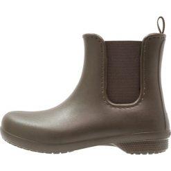 Crocs FREESAIL CHELSEA Kalosze green. Różowe buty zimowe damskie marki Crocs, z materiału. W wyprzedaży za 139,30 zł.