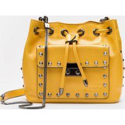 Żółto czarna torebka na ramię. Czarne torebki klasyczne damskie Kazar, w paski, ze skóry. Za 649,00 zł.