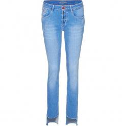 """Dżinsy """"Monroe"""" - Skinny fit - w kolorze błękitnym. Niebieskie rurki damskie H.I.S, z aplikacjami. W wyprzedaży za 130,95 zł."""