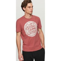 T-shirty męskie: T-shirt z hasłem best is come – Czerwony