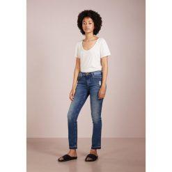 True Religion HALLE  Jeansy Straight Leg blue denim. Niebieskie boyfriendy damskie True Religion. Za 839,00 zł.