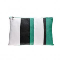 Skórzana torebka w kolorze biało-czarno-zielonym - (S)24 x (W)22 x (G)4 cm. Białe torebki klasyczne damskie Deni Cler, w paski, z materiału. W wyprzedaży za 539,95 zł.