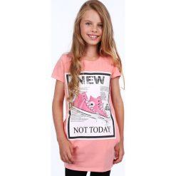 Tunika dziewczęca z aplikacją łososiowa NDZ8178. Czerwone sukienki dziewczęce z falbanami Fasardi, z aplikacjami. Za 39,00 zł.