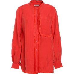 Stine Goya SELBY Bluzka red. Czerwone bluzki asymetryczne Stine Goya, m, z materiału. W wyprzedaży za 615,30 zł.