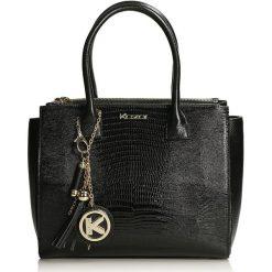 Czarna torebka do ręki. Czarne torebki klasyczne damskie Kazar, w paski, ze skóry. Za 849,00 zł.