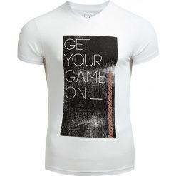 T-shirt męski TSM604 - BIAŁY - Outhorn. Czarne t-shirty męskie marki Outhorn, na lato, z bawełny. W wyprzedaży za 27,99 zł.