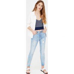Jeansy rurki ze sznurowaniem. Szare jeansy damskie marki Pull & Bear, okrągłe. Za 139,00 zł.