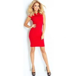 Sukienki: Czerwona Sukienka Klasyczna Dopasowana z Zakładkami