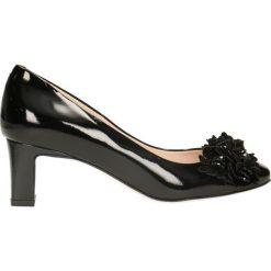 Czółenka ODETTA. Czarne buty ślubne damskie Gino Rossi, z lakierowanej skóry, na obcasie. Za 199,90 zł.