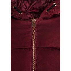 Outfit Kids PADDED CRANBERRY Kurtka zimowa red. Czerwone kurtki dziewczęce przeciwdeszczowe Outfit Kids, na zimę, z materiału. W wyprzedaży za 151,20 zł.