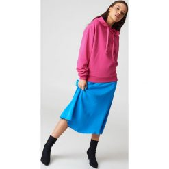 NA-KD Basic Bluza z kapturem basic - Pink. Różowe bluzy z kapturem damskie marki NA-KD Basic, prążkowane. Za 100,95 zł.