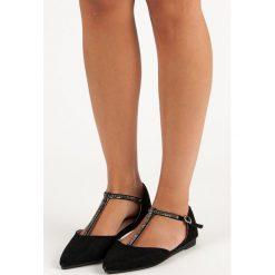 VALENCIA zamszowe płaskie sandały w szpic. Czarne rzymianki damskie Nio Nio, z zamszu, na płaskiej podeszwie. Za 46,90 zł.