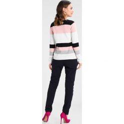 Swetry klasyczne damskie: Dorothy Perkins Petite STRIPE JUMPER Sweter white/rose/black