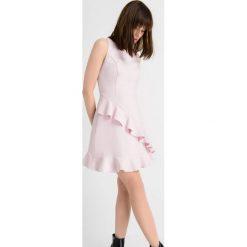 Sukienki: Sukienka z asymetryczną falbaną