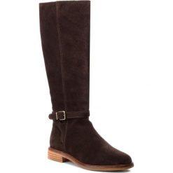 Oficerki CLARKS - Clarkdale Clad 261364444  Dark Brown Suede. Brązowe buty zimowe damskie Clarks, z materiału, na obcasie. W wyprzedaży za 529,00 zł.