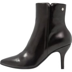 Trussardi Jeans Botki black. Czarne botki damskie skórzane marki Trussardi Jeans, klasyczne. Za 859,00 zł.