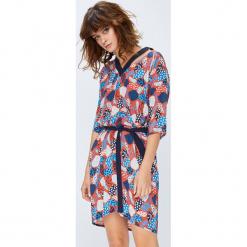 Medicine - Sukienka Secret Garden. Szare sukienki mini marki MEDICINE, na co dzień, l, w paski, z materiału, casualowe, z krótkim rękawem. W wyprzedaży za 89,90 zł.
