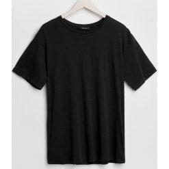 Gładka koszulka - Czarny. Czarne t-shirty damskie marki Reserved, l. Za 29,99 zł.