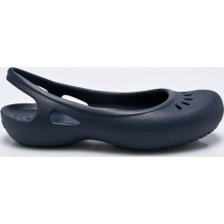 Crocs - Baleriny. Niebieskie baleriny damskie lakierowane Crocs, z gumy. W wyprzedaży za 99,90 zł.