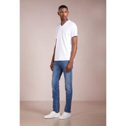 DRYKORN JAW Jeansy Slim Fit royal. Niebieskie jeansy męskie relaxed fit marki DRYKORN, m, z dekoltem karo. W wyprzedaży za 367,20 zł.