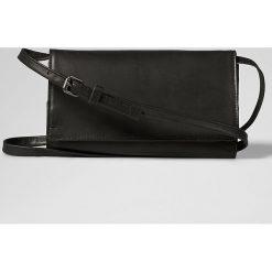 Skórzana torebka w kolorze czarnym - 21 x 13 x 3 cm. Torebki klasyczne damskie Marc O'Polo Accessoires, w paski, z materiału. W wyprzedaży za 204,95 zł.