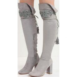 Szare Kozaki Enamour. Szare buty zimowe damskie marki Born2be, z okrągłym noskiem, na wysokim obcasie, na platformie. Za 139,99 zł.
