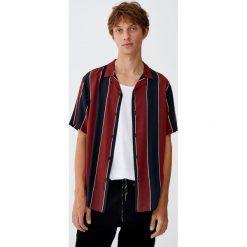 Koszula z wiskozy w szerokie bordowe paski. Czerwone koszule męskie w paski marki Pull&Bear, m. Za 89,90 zł.