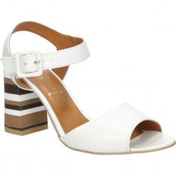 Sandały ecru skórzane z ozdobnym szerokim obcasem Casu CAS005. Szare sandały damskie marki Casu. Za 229,99 zł.
