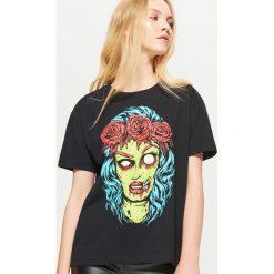 Koszulka świecąca w ciemności na HALLOWEEN - Czarny. Czarne t-shirty damskie marki Cropp, l. Za 39,99 zł.