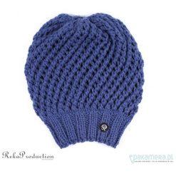 Czapki damskie: ciemnoniebieska czapka ażurowa na drutach