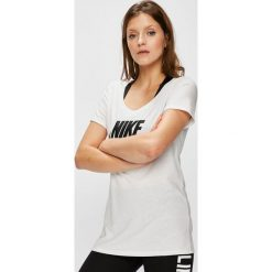 Nike Sportswear - Top sportowy. Szare topy sportowe damskie Nike Sportswear, m, z nadrukiem, z bawełny, z okrągłym kołnierzem. W wyprzedaży za 84,90 zł.