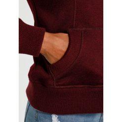 Superdry STORM  Bluza rozpinana blackberry. Czerwone bluzy rozpinane damskie marki Superdry, l, z materiału. W wyprzedaży za 343,20 zł.