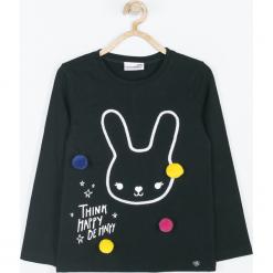 Koszulka. Czarne bluzki dziewczęce bawełniane BE HAPPY, w kolorowe wzory, z długim rękawem. Za 49,90 zł.