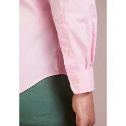 Polo Ralph Lauren SLIM FIT Koszula carmel pink. Szare koszule męskie slim marki Polo Ralph Lauren, l, z bawełny, button down, z długim rękawem. Za 509,00 zł.