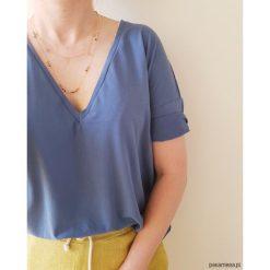 Damska koszulka z dekoltem w serek, CHINA BLUE. Niebieskie bluzki z odkrytymi ramionami marki Pakamera, z bawełny. Za 139,00 zł.