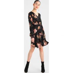 Sukienki hiszpanki: Vero Moda VMSIMPLY EASY SHORT WRAP Sukienka letnia black/kaila