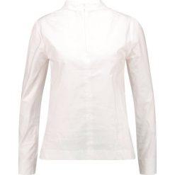 Bluzki asymetryczne: And Less ELVERUM Bluzka white alyssum