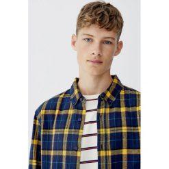 Flanelowa koszula w żółtą kratkę. Czerwone koszule męskie w kratę marki Pull&Bear, m. Za 89,90 zł.