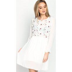 Sukienki: Biała Sukienka Acoustic Shadow