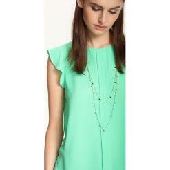 BLUZKA KRÓTKI RĘKAW. Zielone bluzki z falbaną Top Secret, z falbankami, z krótkim rękawem. Za 49,99 zł.