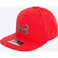 Under Armour - Czapka. Czerwone czapki z daszkiem męskie Under Armour. W wyprzedaży za 99,90 zł.