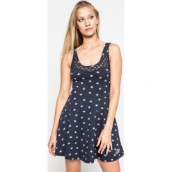 Superdry - Sukienka. Szare sukienki dzianinowe Superdry, na co dzień, l, casualowe, z okrągłym kołnierzem, mini, rozkloszowane. W wyprzedaży za 119,90 zł.