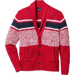 Sweter rozpinany z szalowym kołnierzem  Regular Fit bonprix czerwono-ciemnoniebiesko-biały. Czerwone kardigany męskie marki bonprix, m, w paski. Za 54,99 zł.