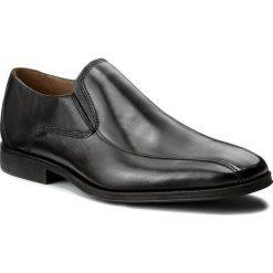 Półbuty CLARKS - Gilman Slip 261297687 Black Leather. Czarne derby męskie Clarks, z materiału. W wyprzedaży za 259,00 zł.