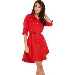 Sukienki: Czerwona Koszulowa Sukienka w Militarnym Stylu