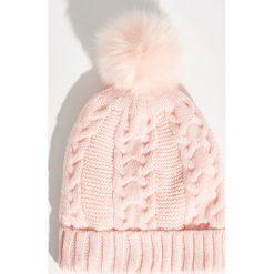 Czapka z puszystym pomponem - Różowy. Czerwone czapki zimowe damskie marki Sinsay. Za 24,99 zł.