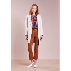 Płaszcze damskie pastelowe: WEEKEND MaxMara TIMOTEO Krótki płaszcz bianco avorio