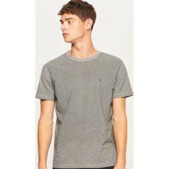 T-shirt z tkaniny strukturalnej - Szary. Szare t-shirty męskie Reserved, l, z tkaniny. Za 49,99 zł.