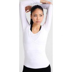 Curare Yogawear Bluzka z długim rękawem white. Białe bluzki longsleeves Curare Yogawear, s, z elastanu, sportowe. Za 199,00 zł.