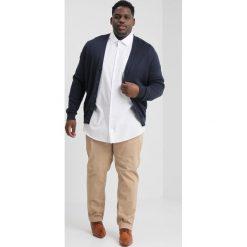 Seidensticker COMFORT FIT KENT Koszula biznesowa white. Białe koszule męskie Seidensticker, m, z bawełny, z klasycznym kołnierzykiem. Za 349,00 zł.